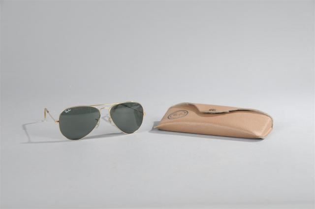 b08a630c0213 RAY-BAN. Paire de lunettes de soleil modèle